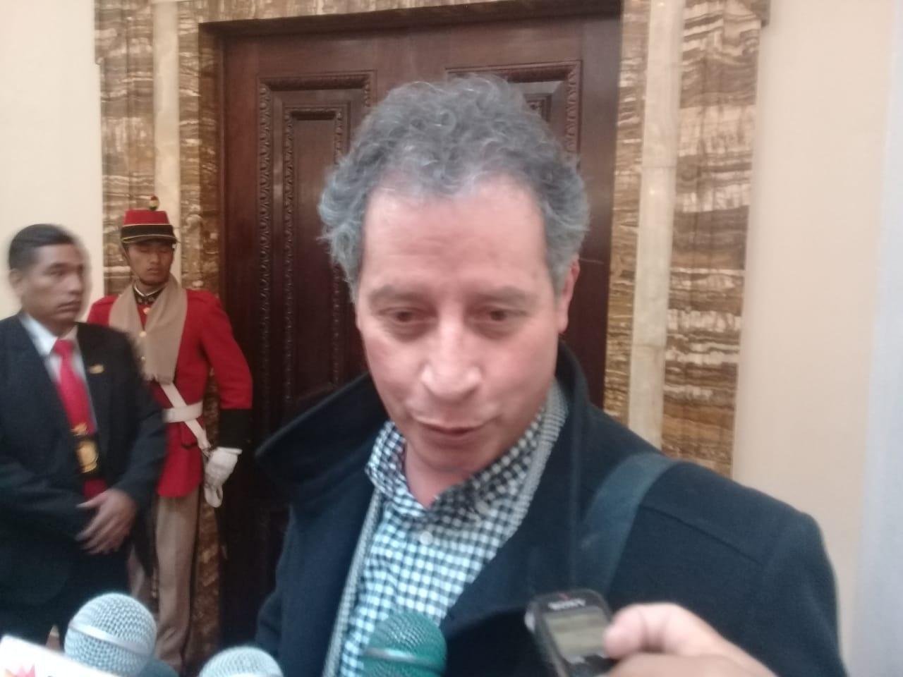 """MINISTRO DE MINERÍA CALIFICA DE """"NIÑO MALCRIADO Y MAL EDUCADO"""" AL EXPRESIDENTE CARLOS MESA"""
