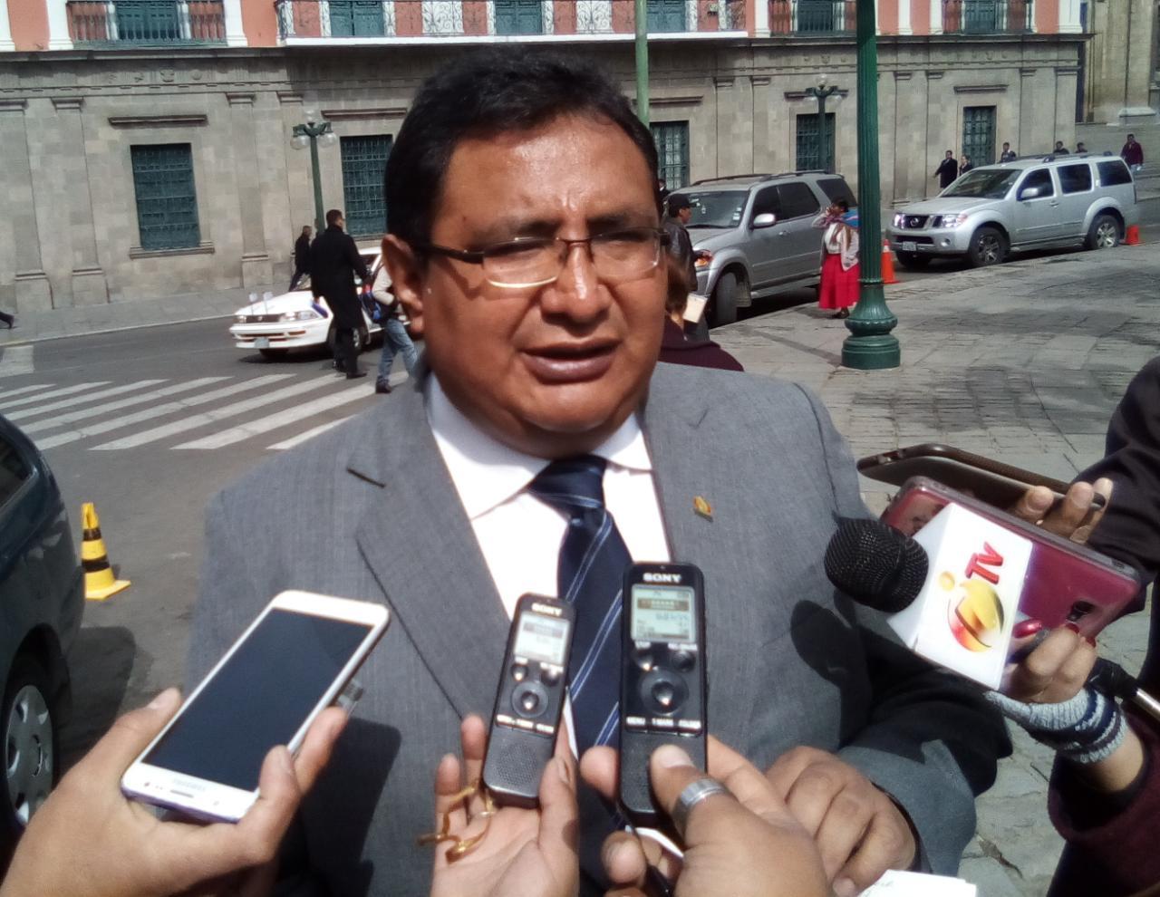Diputado de UD da plazo de 48 horas a la ministra de educación para iniciar proceso contra el ex Director de Redes Sociales