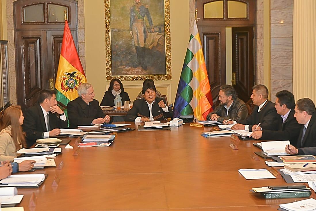 El presidente Evo Morales y ministros dejan el Palacio de Gobierno