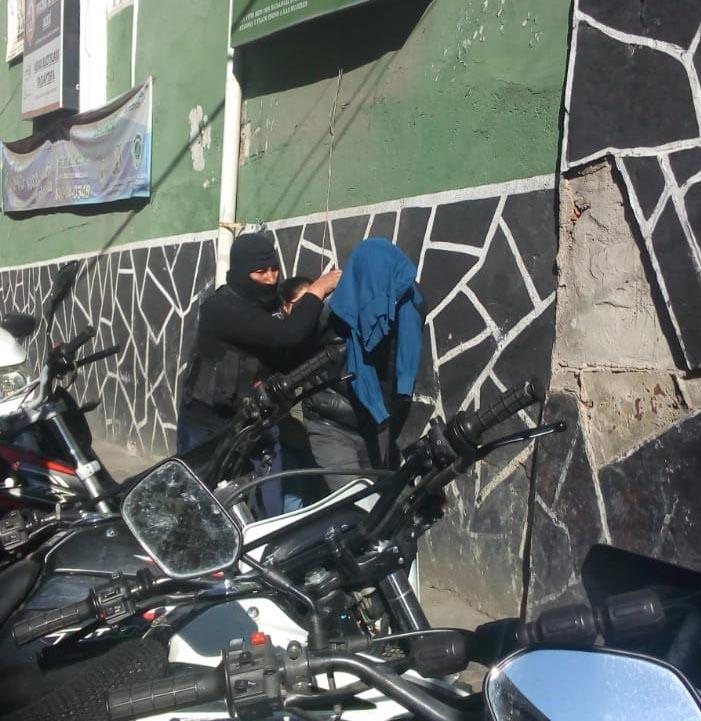 Policía aprehende a Militar acusado de golpear y secuestrar a su esposa por celos