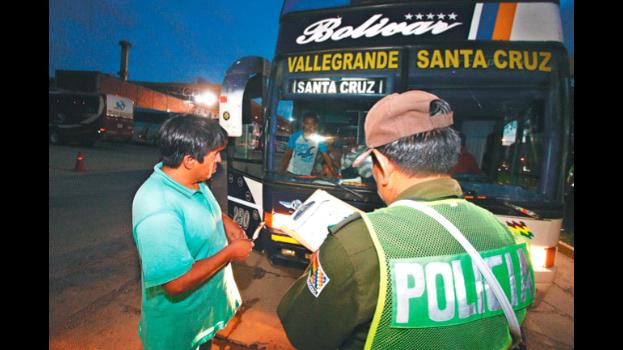 Policía refuerza operativos de control en todas las terminales del país