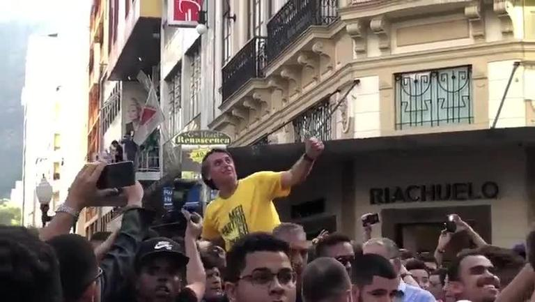 Apuñalan al candidato presidencial de Brasil Jair Bolsinario