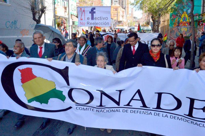 CONADE sella alianza con el Comité Pro Santa Cruz y amenaza con iniciar proceso al OEP si habilita a Morales