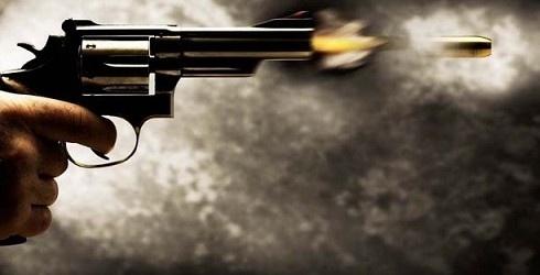 Dos sujetos en compañía de una mujer mataron a un taxista con el fin de robar el motorizado