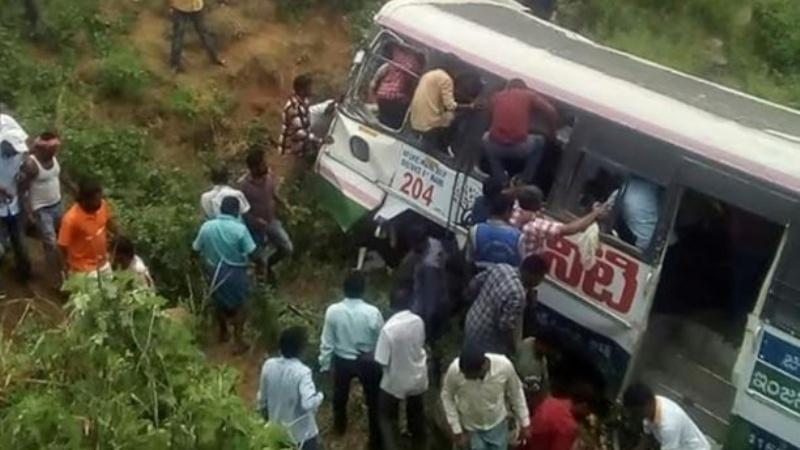 Un accidente de autobús dejó más de 40 muertos en la India