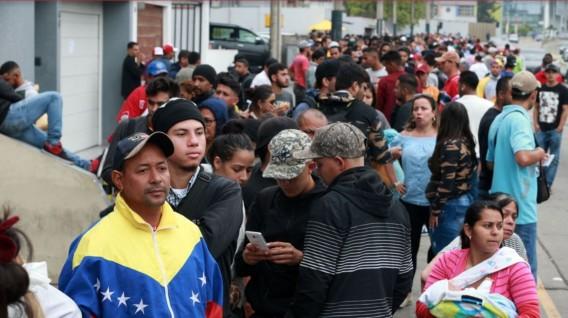 Ecuador promueve un plan integral pata asistir a los refugiados venezolanos