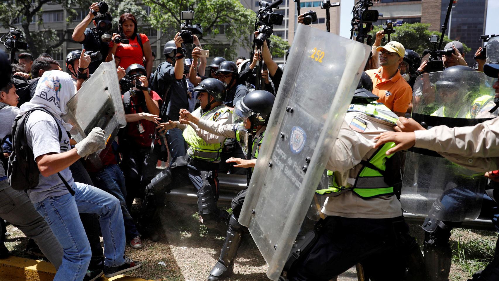 La marcha de los estudiantes en Caracas fue reprimida por la policía del régimen de Nicolás Maduro