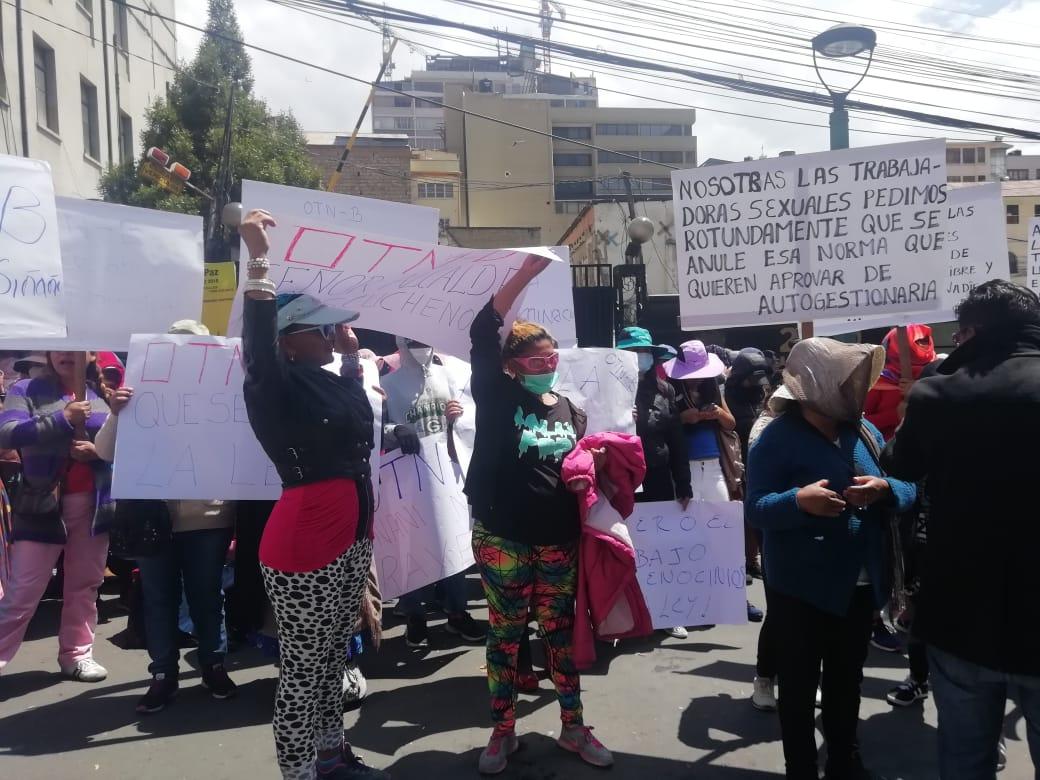 Meretrizes exigen la anulación de la ley que regula los establecimientos donde se ejerce el trabajo sexual