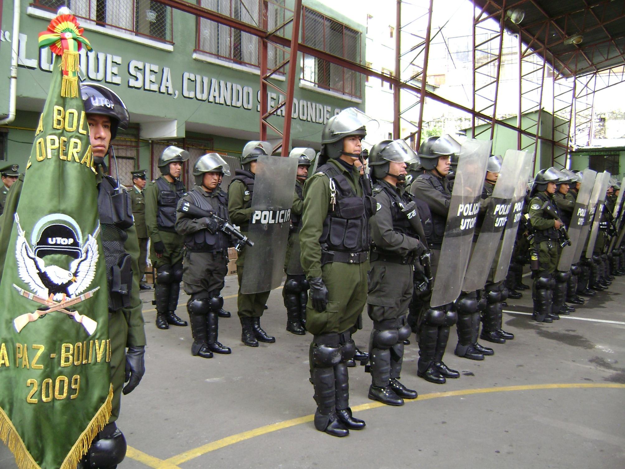 Oposición acusa a la Policía Nacional de bajarse los pantalones ante el gobierno