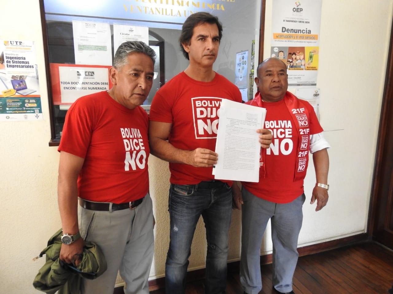 """Activistas de """"Bolivia dice No"""" presentan impugnación a la candidatura de Morales y Linera"""