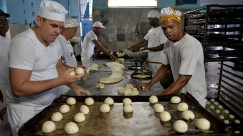 Escasez de harina complica el abastecimiento de pan en Cuba