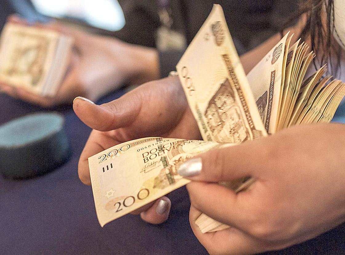 COB y el gobierno retomarán el diálogo esta tarde para tratar el tema del pago del segundo aguinaldo