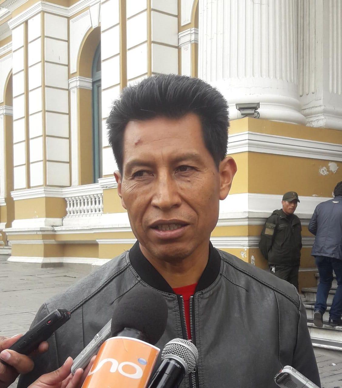 """Senador Edwin Rodríguez califica de """"maricones"""" al binomio de Morales y Linera por no respetar la CPE"""