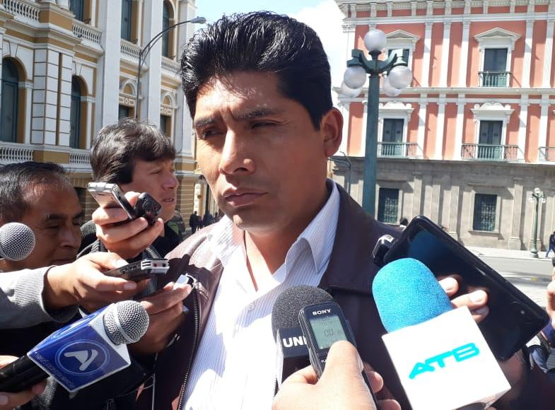 """Diputado Franklin Flores pide al Ministerio Público investigar los """"grupos de choque"""" de Mesa y Víctor Hugo Cárdenas"""
