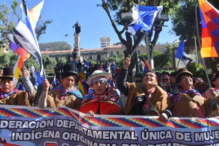Organizaciones sociales afines al MAS festejaron en plaza Murillo la habilitación del binomio Evo – Álvaro