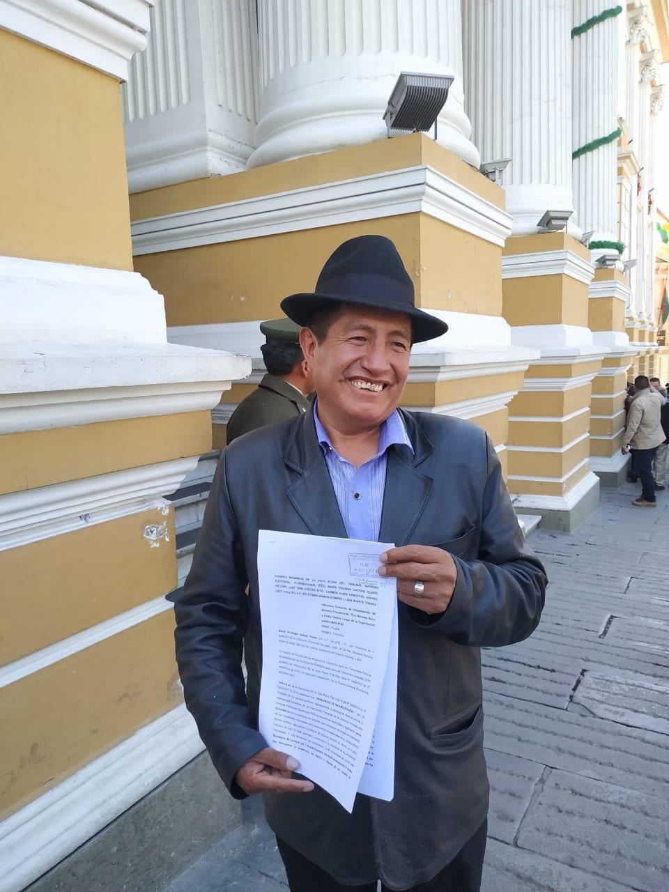 Quispe presenta impugnación al TSE contra el binomio de Morales – Linera y en caso de no tener respuesta anuncia procesos penales hacia los vocales