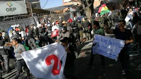 Policía pide a la fiscalía iniciar investigaciones por actos vandálicos registrados  en las protestas por el 21f