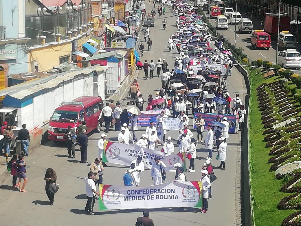 Al menos 2000 dirigentes de diferentes asociaciones médicas se movilizaron en apoyo al SUS