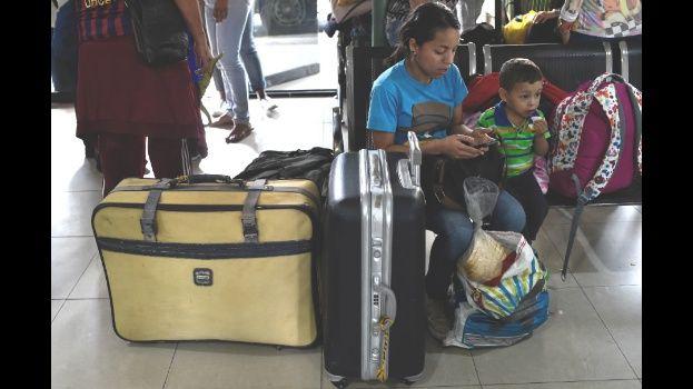 Cada día más de 5.000 personas abandonan Venezuela por la crisis a la que se enfrentan