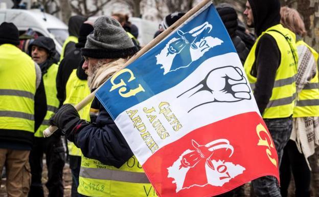 Chalecos amarillos divididos por el lanzamiento de una nueva lista con distintas protestas en Francia