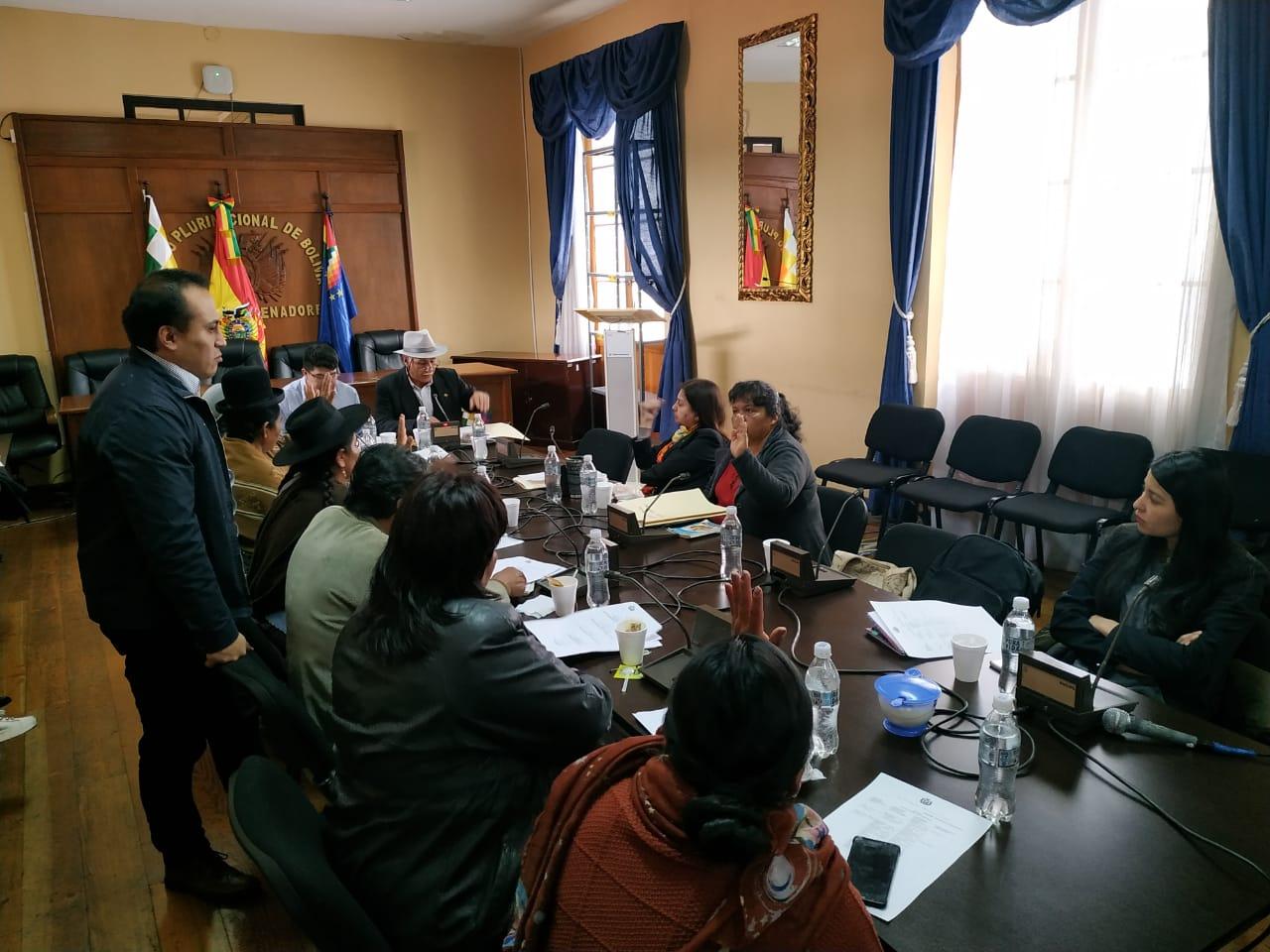 Comisión Mixta de Constitución acepta la renuncia del Defensor del Pueblo y recomienda a dos abogadas para que asuman interinamente el cargo de Tezanos