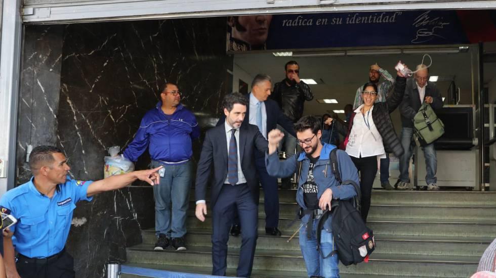 Liberados los periodistas franceses y de la Agencia EFE detenidos en Venezuela