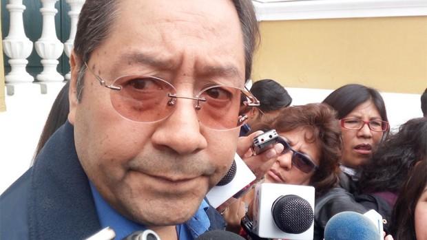 Luis Arce Catacora vuelve al ministerio de Economía, pese que aún lo aqueja su enfermedad