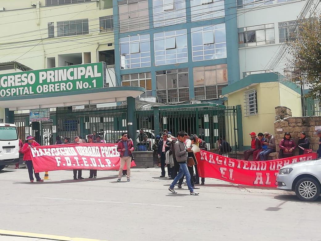 Magisterio de La Paz y El Alto realizan un mitin de protesta en rechazo a la acción popular que va en contra de los paros médicos