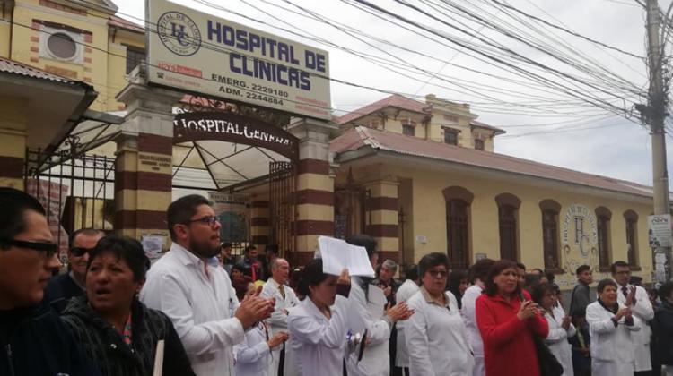 Médicos del Hospital de Clínicas denuncian el despido sin justificación del director del nosocomio