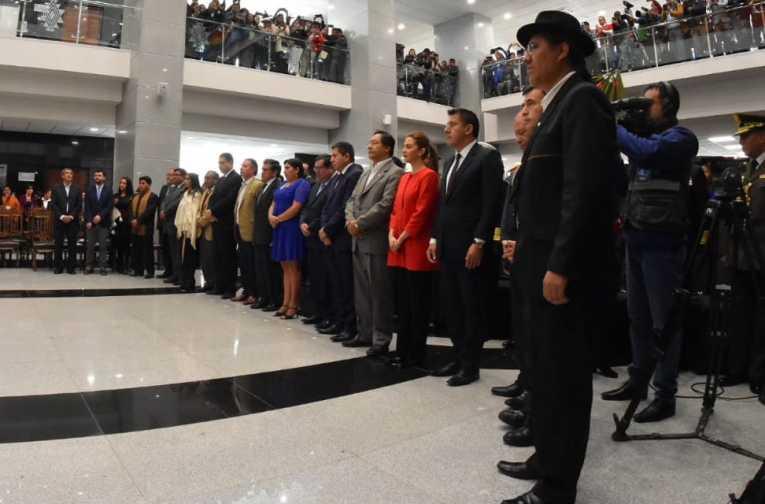 Morales posesiona al nuevo gabinete ministerial cambiando a siete ministros