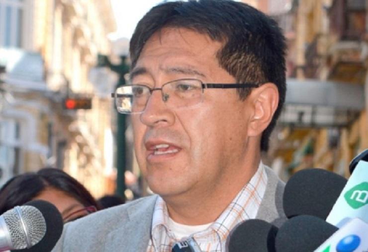 Oposición señala que la renuncia de Sandoval muestra una clara presión por parte del gobierno al TSE