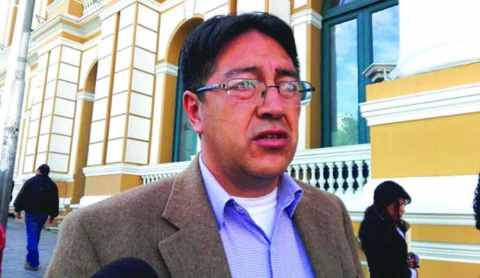 Oposición ve al paro de los médicos como resultado de la imposición del gobierno por implementar el SUS