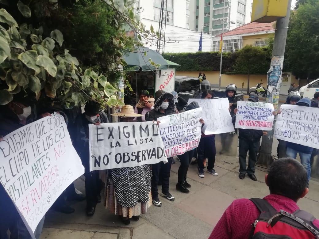 Padres de familia exigen al Gobierno la incorporación a la ANAPOL de los 80 postulantes no observados