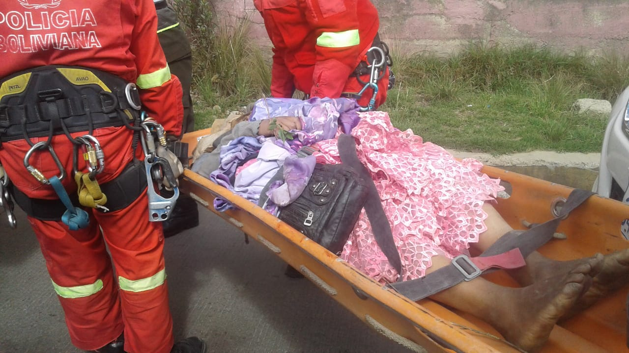 Policía levanta el cuerpo de una mujer de un barranco aledaño a la zona de Villa Tejada Alpacoma