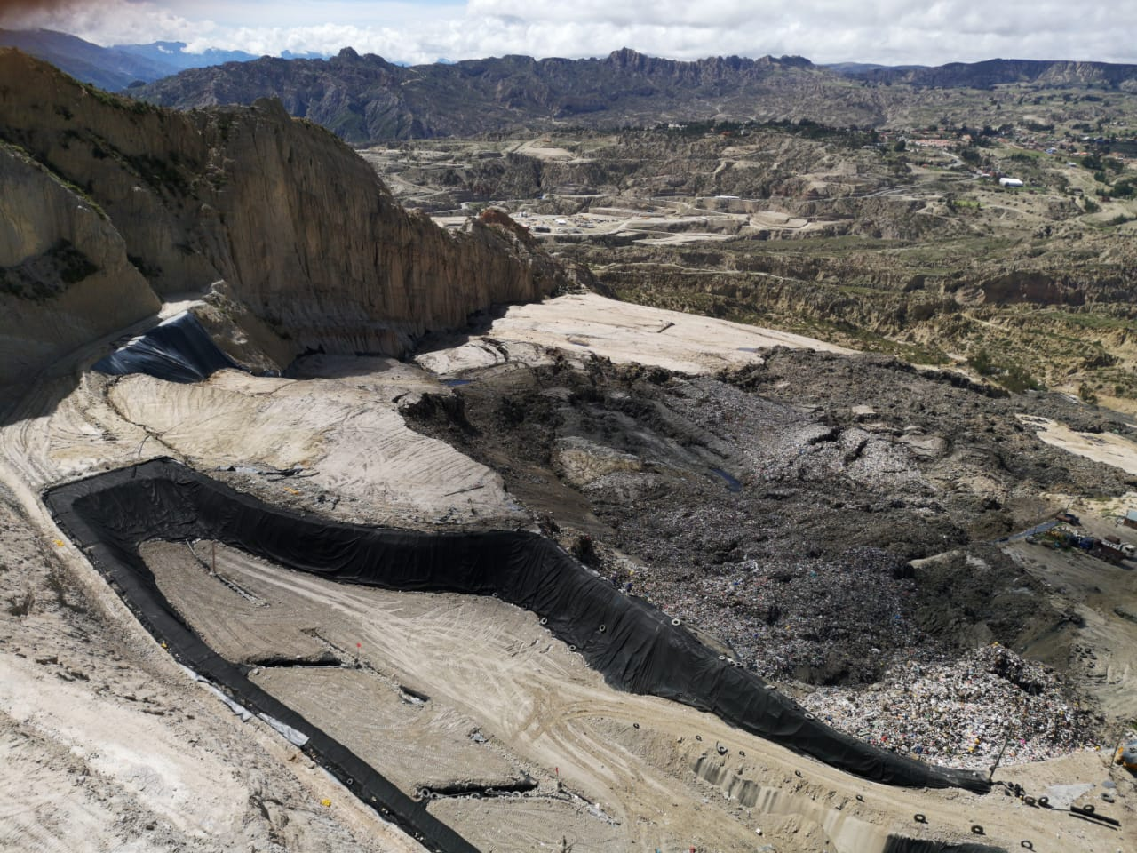Revilla denuncia que vehículos del municipio de Achocalla se prestan a ayudar con el bloqueo del relleno sanitario en Alpacoma