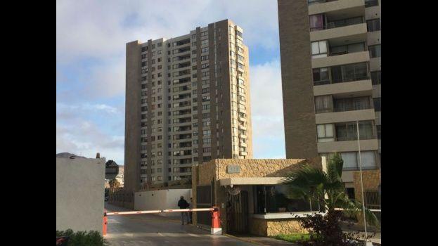 Un menor fallece tras caer del piso 10 de un edifico en el centro de Santiago de Chile