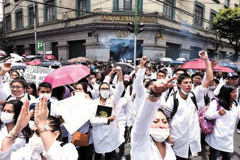Médicos de La Paz llevarán un ampliado de emergencia tras que la justicia aceptara la acción popular
