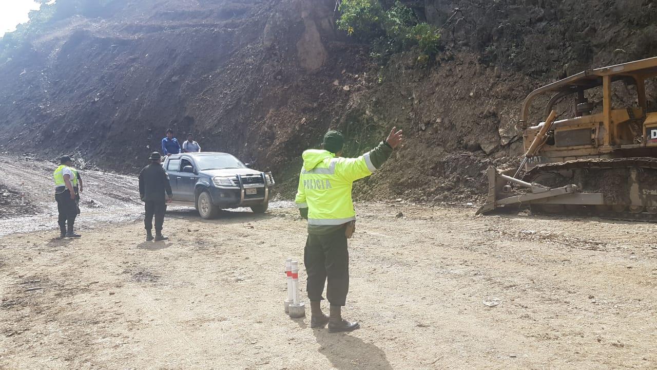 Administradora Boliviana de Carreteras habilita ruta Caranavi momentáneamente