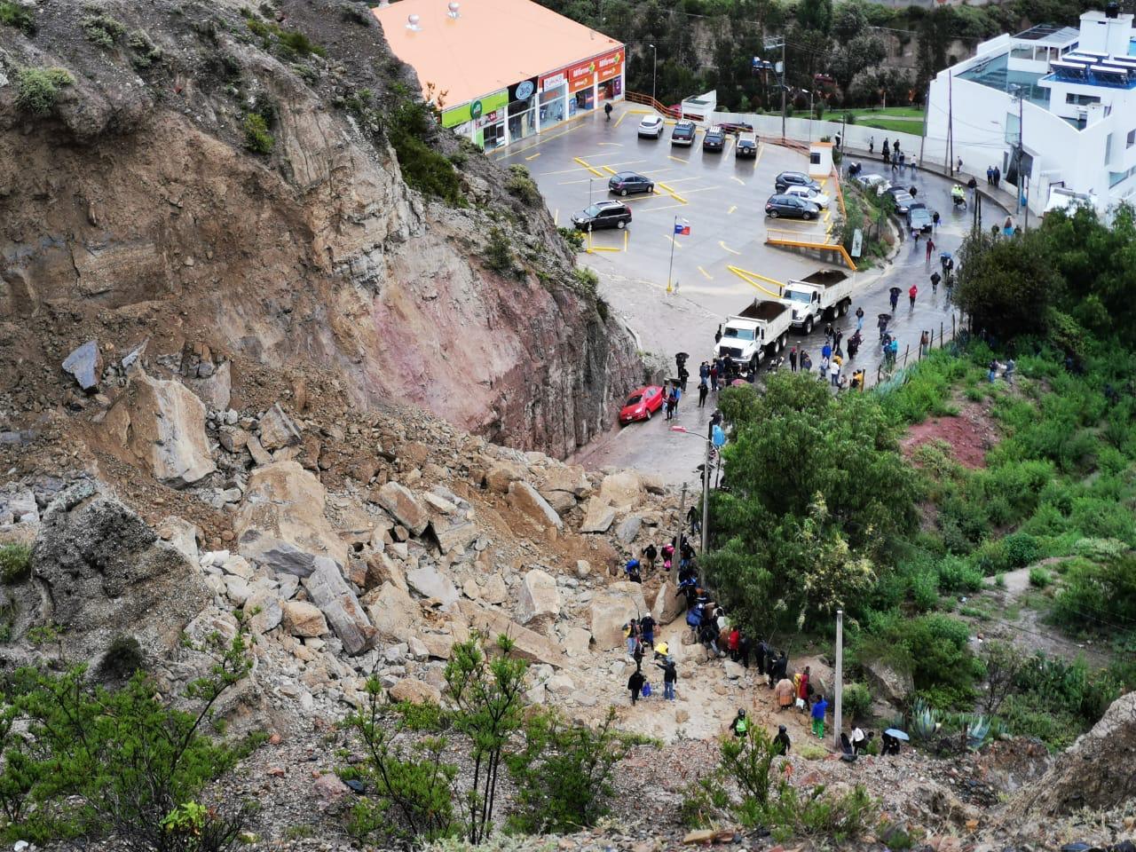 Derrumbe en la zona de Mallasa impide el tránsito vehicular