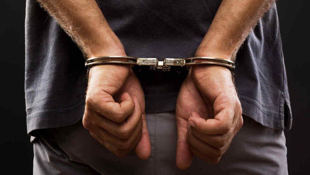 Detienen a delincuentes que implantaban droga para luego fingir ser policías y chantajear a sus víctimas por dinero