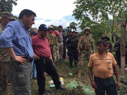 Familiares de los desaparecidos en derrumbe por la ruta a Caranavi exigen al Gobierno que no cese la búsqueda