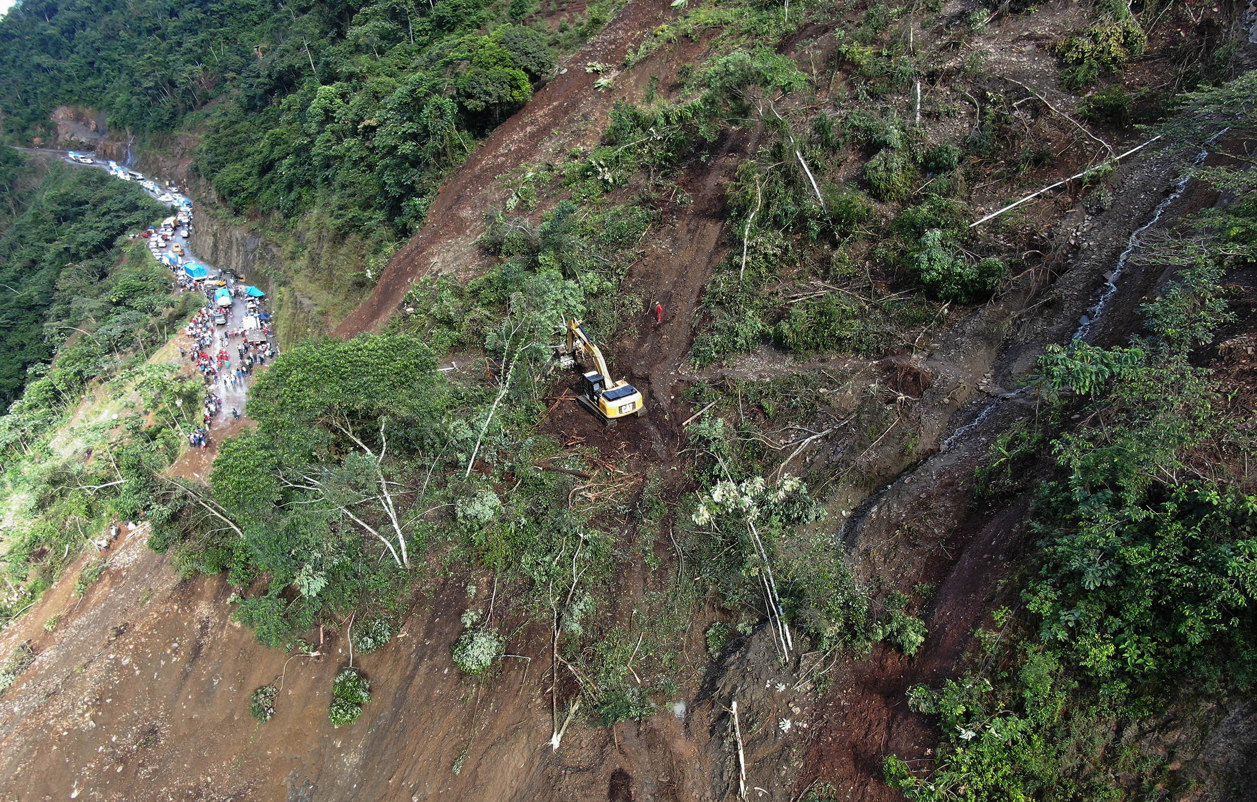 Gobierno suspenderá tareas de rescate en Caranavi- Yolosa para rehabilitar la vía según ministro de defensa