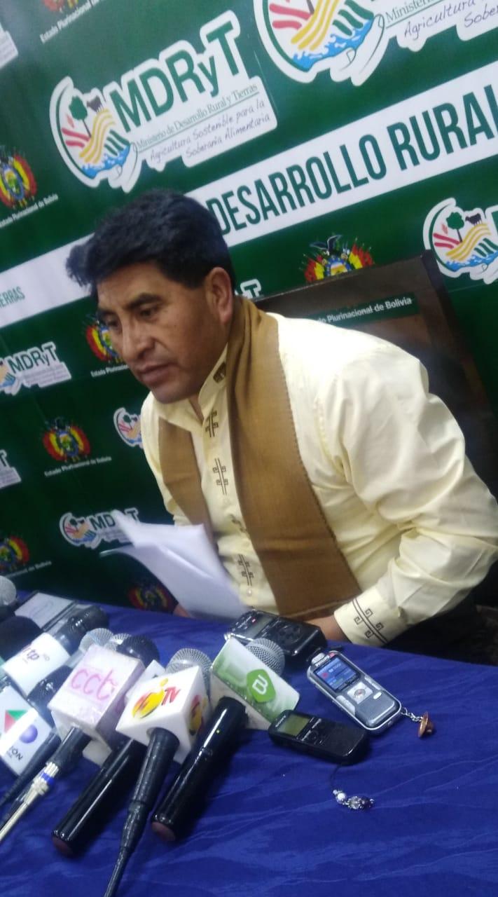 Ministro Cocarico denuncia que dirigentes de ADEPCOCA contrataron personas para agredir físicamente al director de DIGCOIN