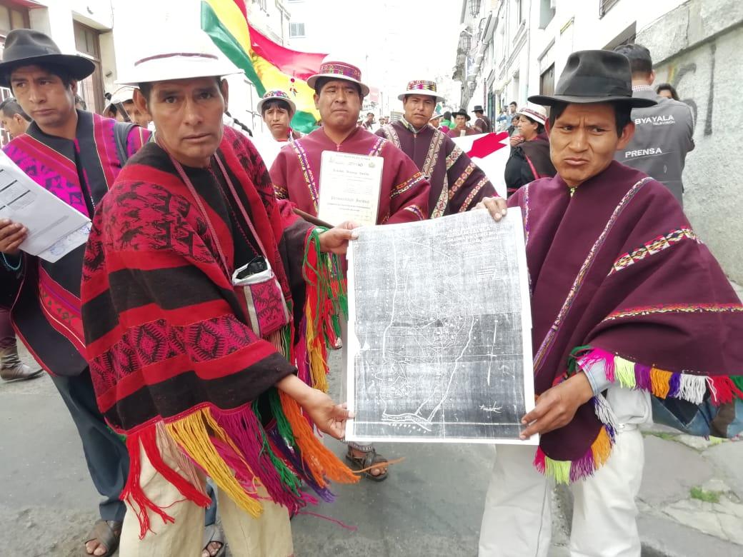 Originarios de Quila Quila llegan a La Paz para demandar saneamiento individual de sus tierras