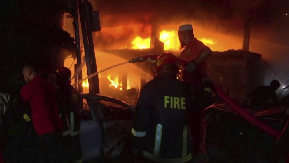 Un incendio de gran magnitud en Bangladesh dejó al menos 70 muertos