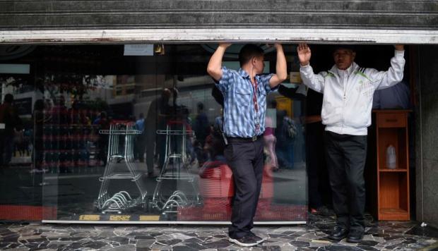 El régimen de Maduro suspende las clases y la jornada laboral por apagón eléctrico en Venezuela