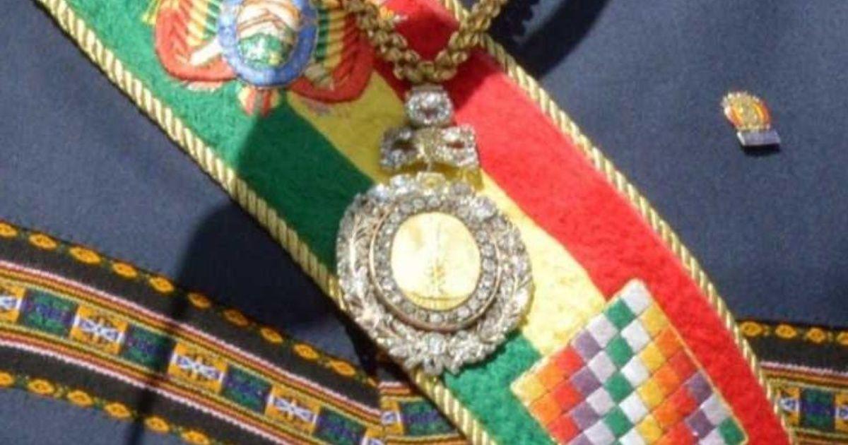 Militar que perdió la medalla presidencial en un burdel espera ser reincorporado en el Ejército