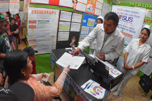 Sistema Único de Salud inicia en La Paz con gran demanda de personas y falta de cupo