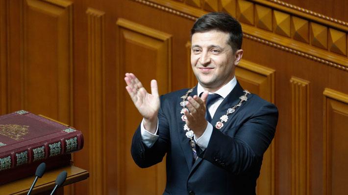 Zelenski asume como nuevo Presidente de Ucrania y anuncia la disolución del Parlamento