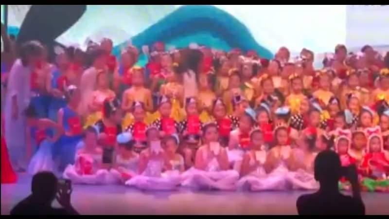 Se desploma el escenario de teatro chino tras un evento de audiciones y competencia de danza infantil
